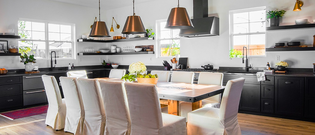 StarMark Cabinetry Kitchen with Table